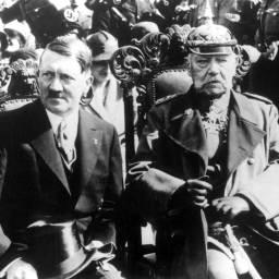 Hitler-Hindenberg-Tannenberg-1933